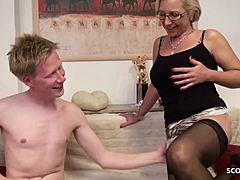 Stiefmutter Teaches Sohn Howto Fick